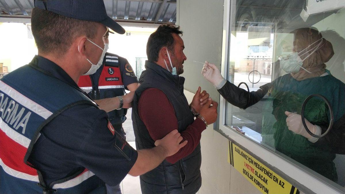 Samsun da tutuklanan zanlı, koronavirüs testine götürülürken tehdit etti #3