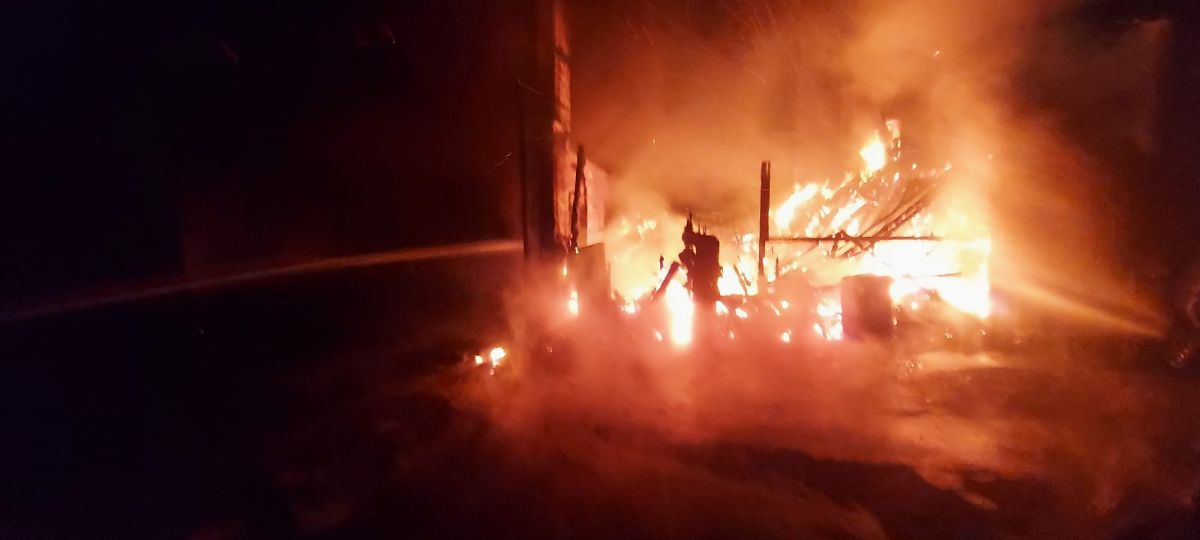 Gebze de kereste fabrikasında yangın meydana geldi #1