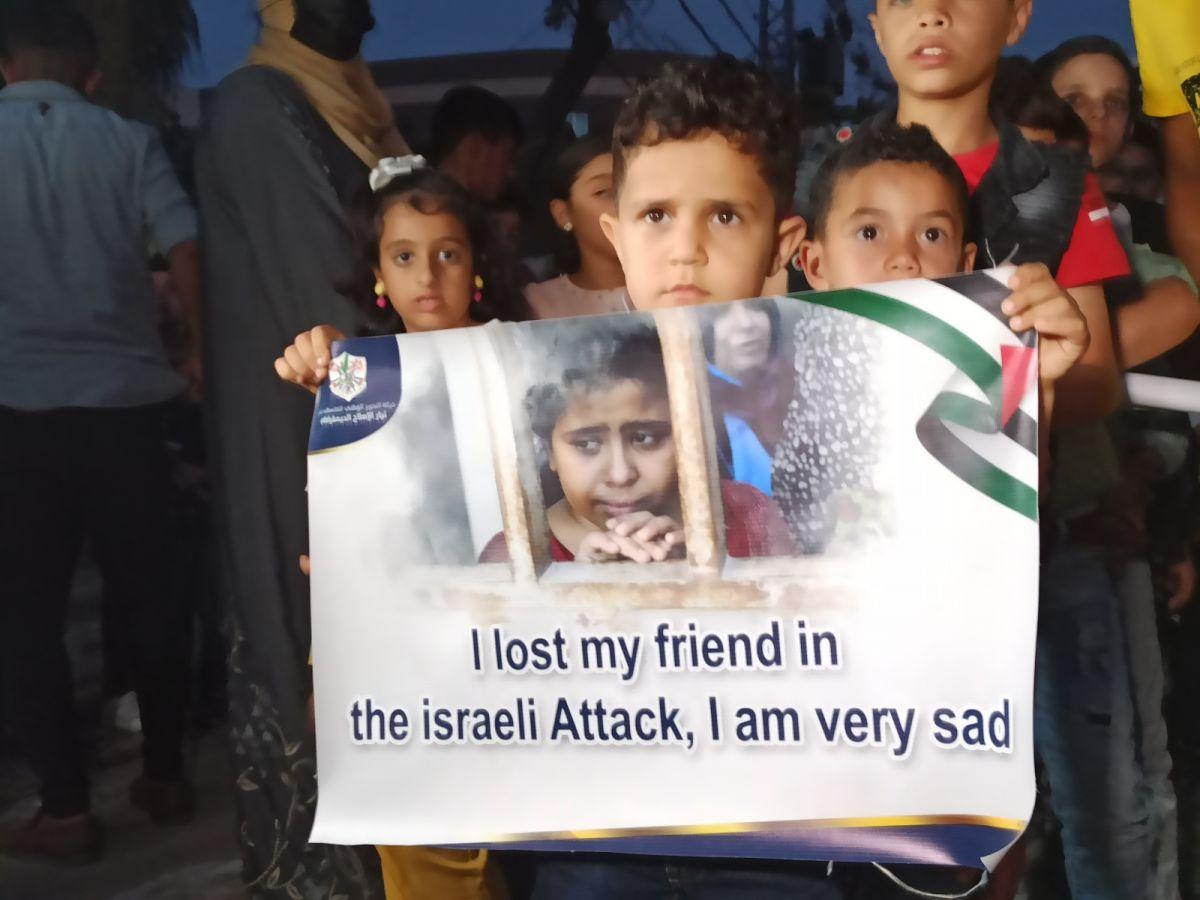 Gazze de İsrail saldırılarında ölen çocuklar için 66 mum yakıldı #2