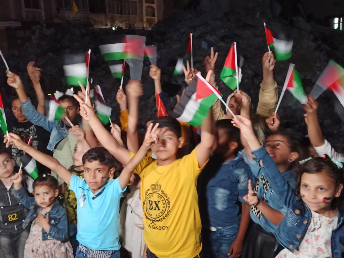 Gazze de İsrail saldırılarında ölen çocuklar için 66 mum yakıldı #5