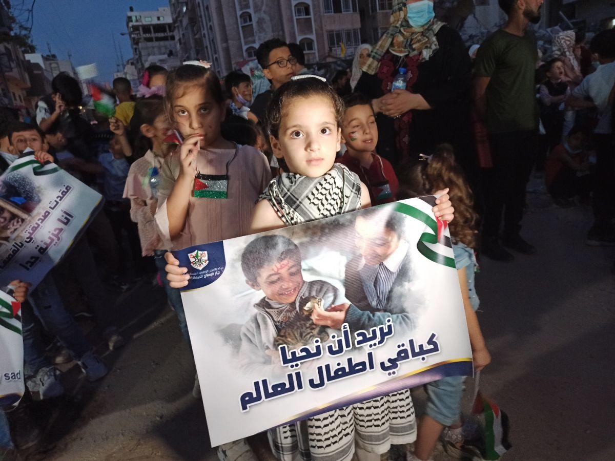 Gazze de İsrail saldırılarında ölen çocuklar için 66 mum yakıldı #1