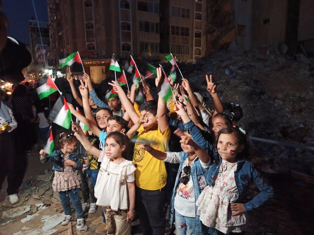 Gazze de İsrail saldırılarında ölen çocuklar için 66 mum yakıldı #6