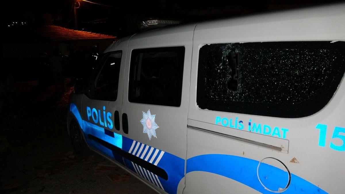 Edirne de ihbara giden polis aracına kiremitle saldırıldı #2