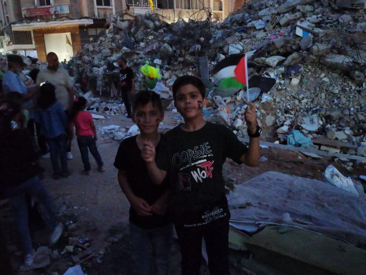 Gazze de İsrail saldırılarında ölen çocuklar için 66 mum yakıldı #4