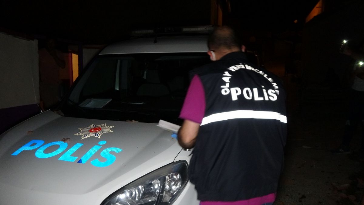 Edirne de ihbara giden polis aracına kiremitle saldırıldı #4