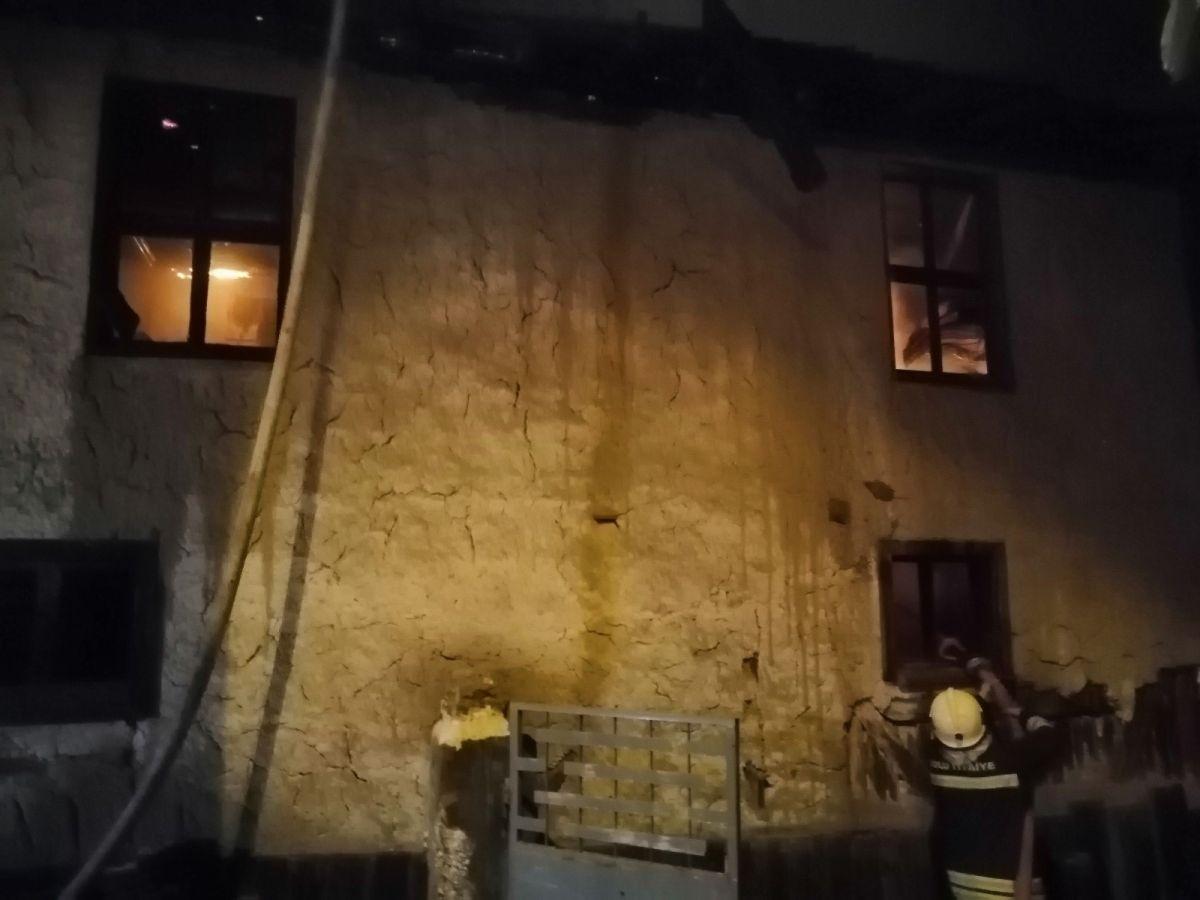Bolu da soba benzinle yakılınca 2 katlı ahşap evi küle döndü #2
