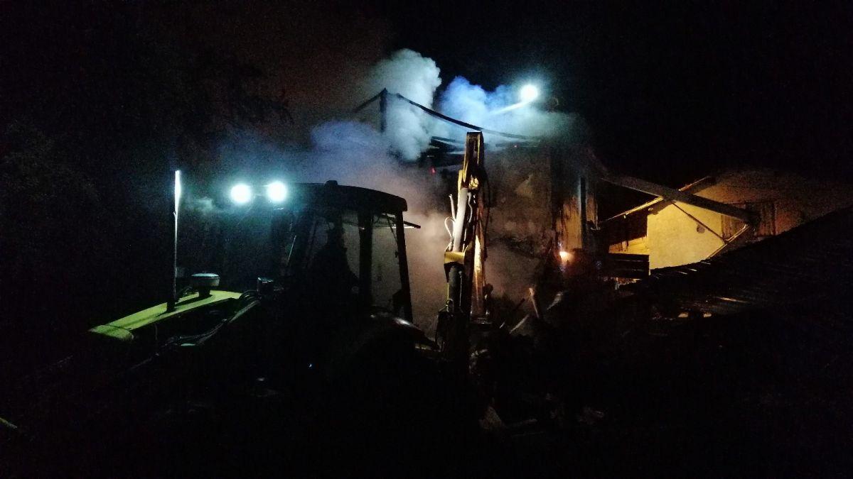 Bolu da soba benzinle yakılınca 2 katlı ahşap evi küle döndü #1