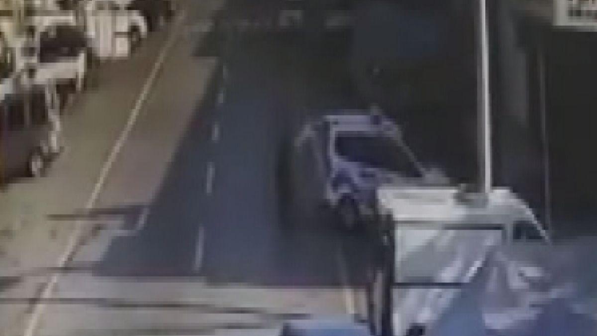 Başakşehir de tamir için bırakılan polis otosuyla tur atan çıraklar köpek çaldı #6