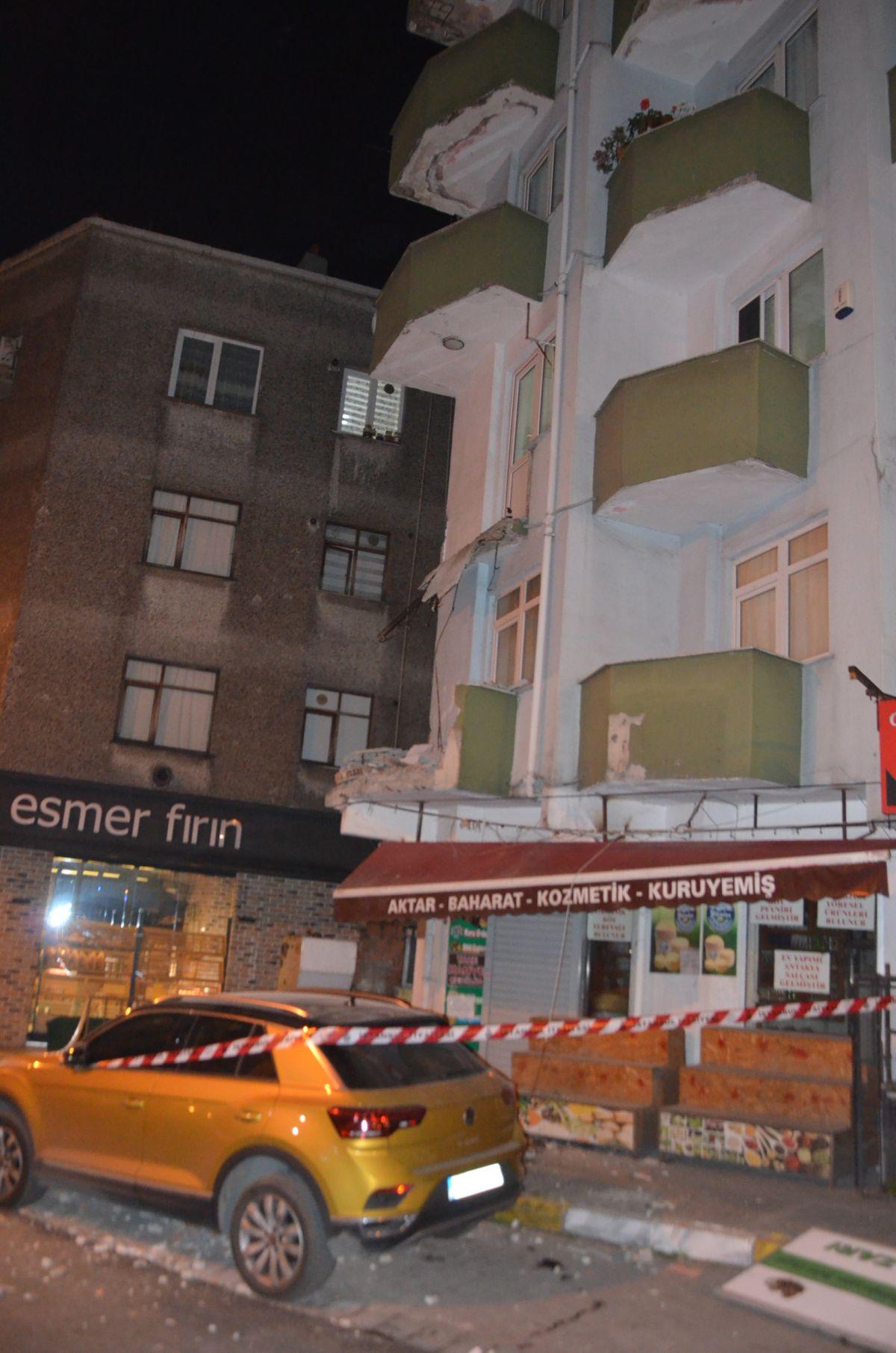 Avcılar da 42 yıllık binanın iki balkonu çöktü #3