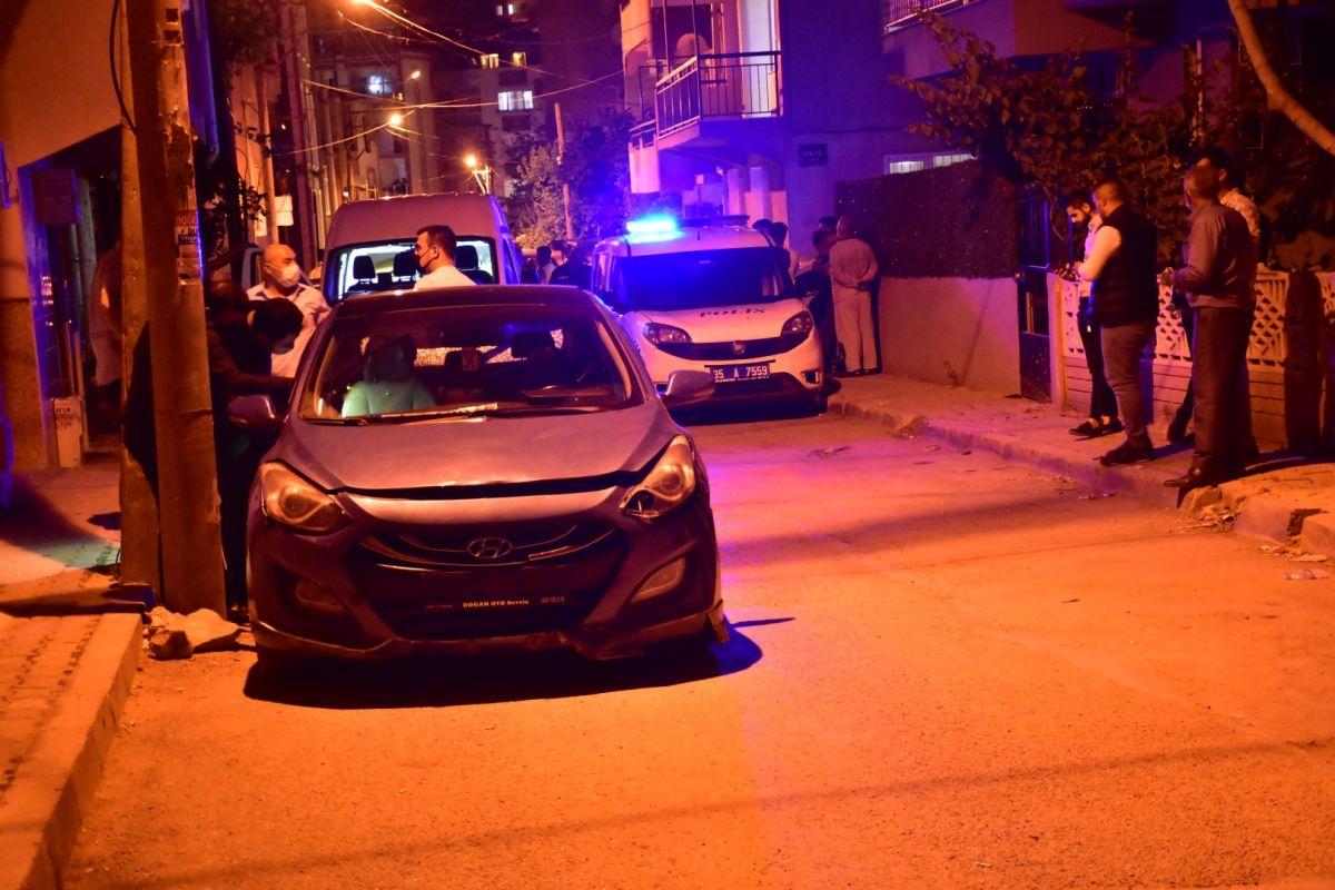 İzmir de bekçi, ağabeyini darp eden kişiyi tabanca ile vurdu #6