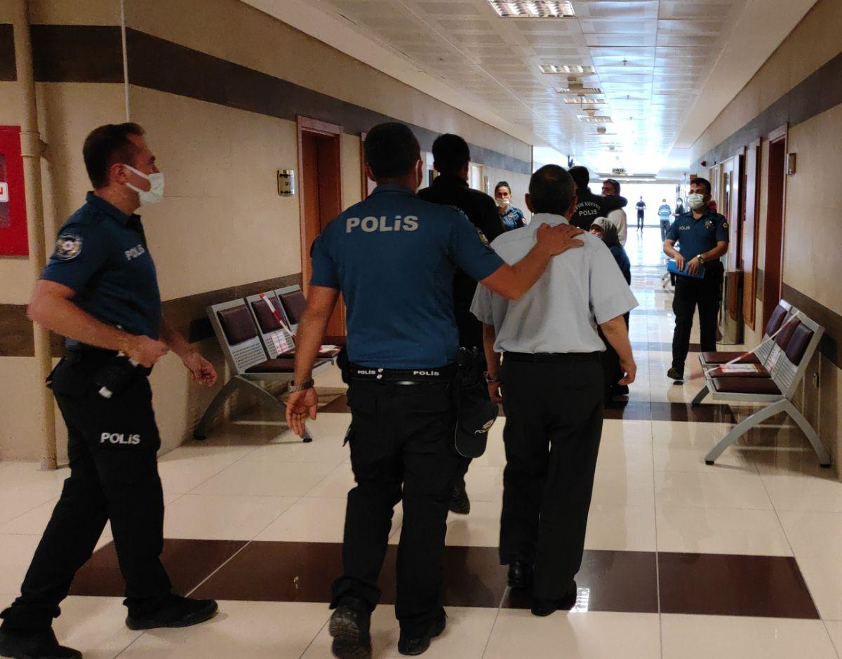Burdur da öldürülen kadının katili tahliye edilince, adliyede arbede çıktı #9