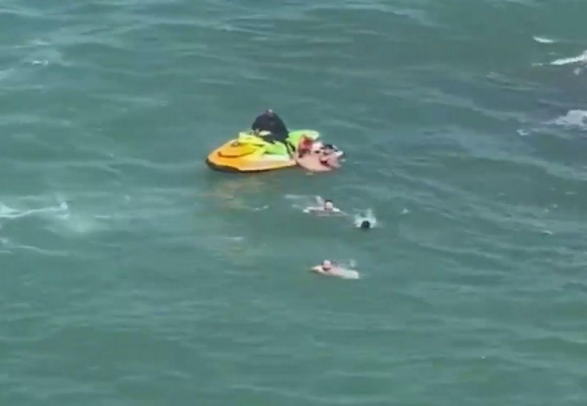 Şile de boğulma tehlikesi geçiren 5 kişiyi itfaiye kurtardı #2
