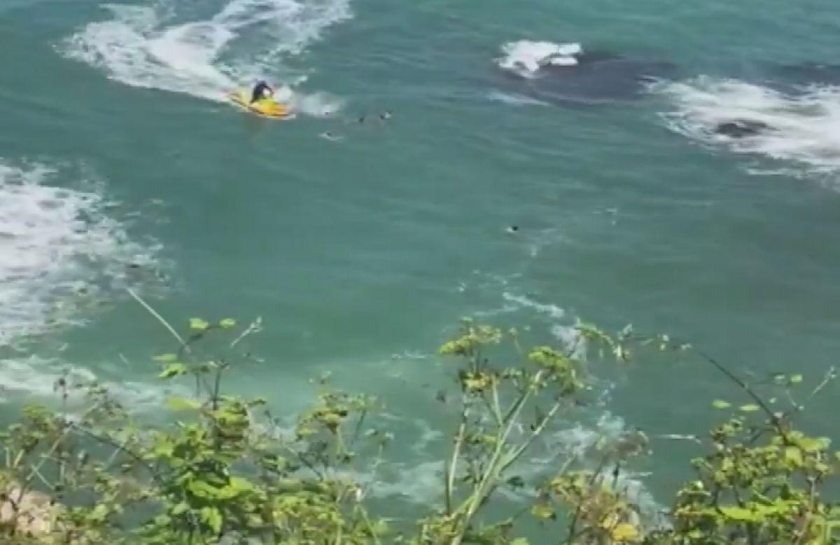 Şile de boğulma tehlikesi geçiren 5 kişiyi itfaiye kurtardı #6