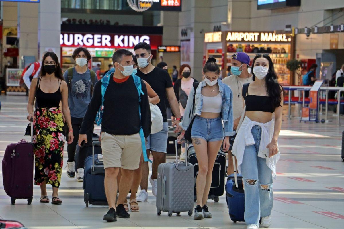 Antalya'ya günlük gelen turist sayısında vaka düşüşü etkisi #14