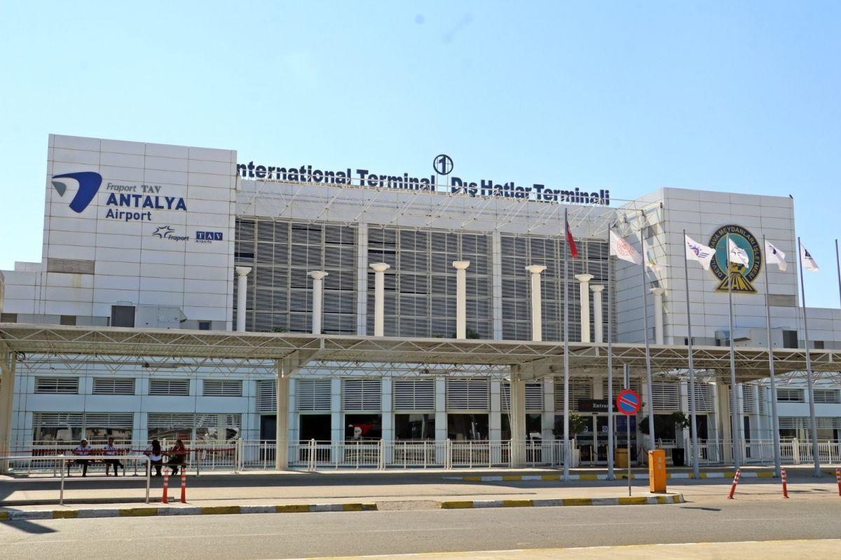 Antalya'ya günlük gelen turist sayısında vaka düşüşü etkisi #20