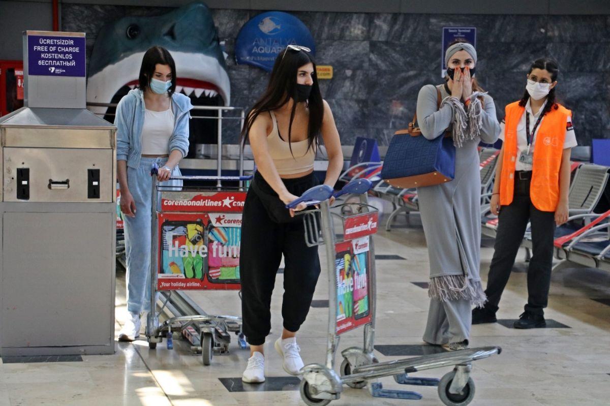 Antalya'ya günlük gelen turist sayısında vaka düşüşü etkisi #11