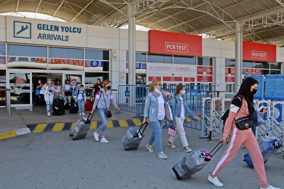 Antalya'ya günlük gelen turist sayısında vaka düşüşü etkisi #1