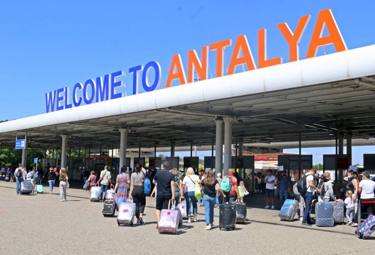 Antalya'ya günlük gelen turist sayısında vaka düşüşü etkisi #16