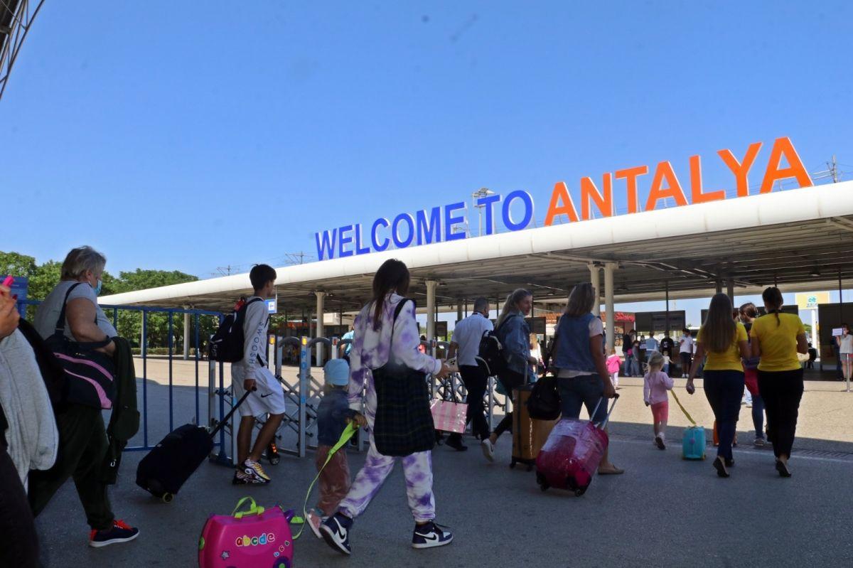 Antalya'ya günlük gelen turist sayısında vaka düşüşü etkisi #5