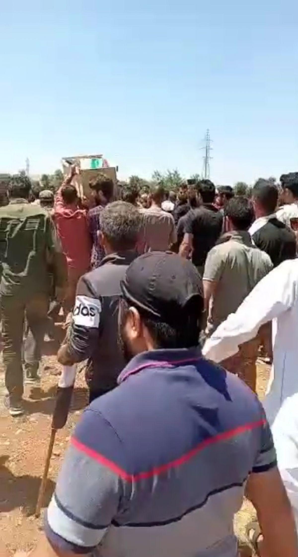 Afrin de terör saldırısıyla hayatını kaybeden 13 sivil toprağa verildi #2
