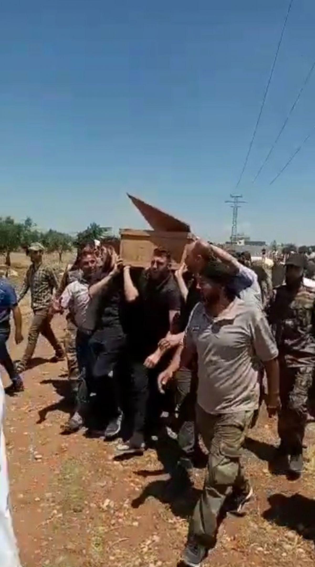 Afrin de terör saldırısıyla hayatını kaybeden 13 sivil toprağa verildi #6