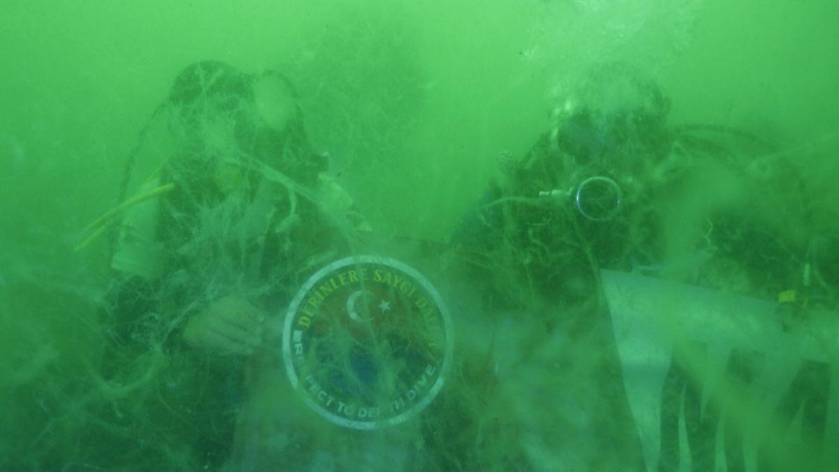 Kocaeli de dalgıçlar, 15 metre derinden Marmara Denizi için haykırdı #2