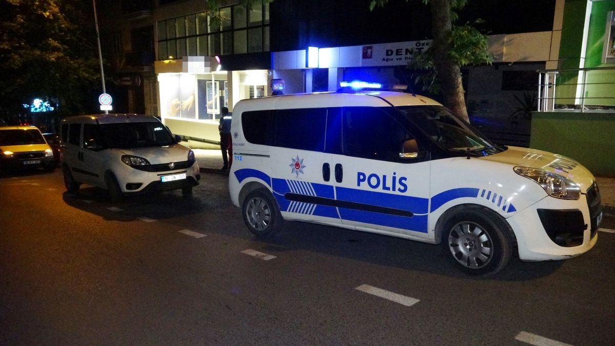 Bursa da bir bankanın camını kırarak içeri giren hırsızlar 200 lira çaldı #3