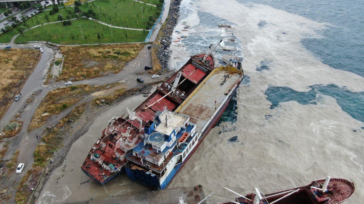 Kartal da bir gemi, halatının kopması sonucu başka bir gemiye çarptı #3