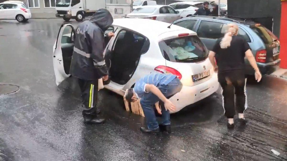 Şişli de çukura otomobil düştü #6