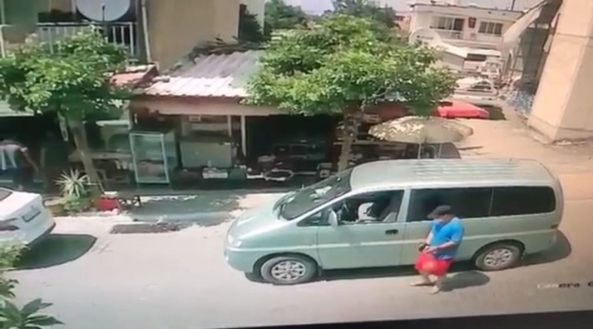 Aydın da hırsız, saniyeler içinde araçtan cep telefonu çaldı #1