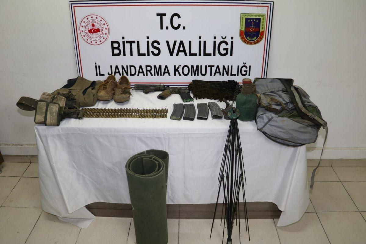 Bitlis'te 2 terörist silahlarıyla beraber öldürüldü #1