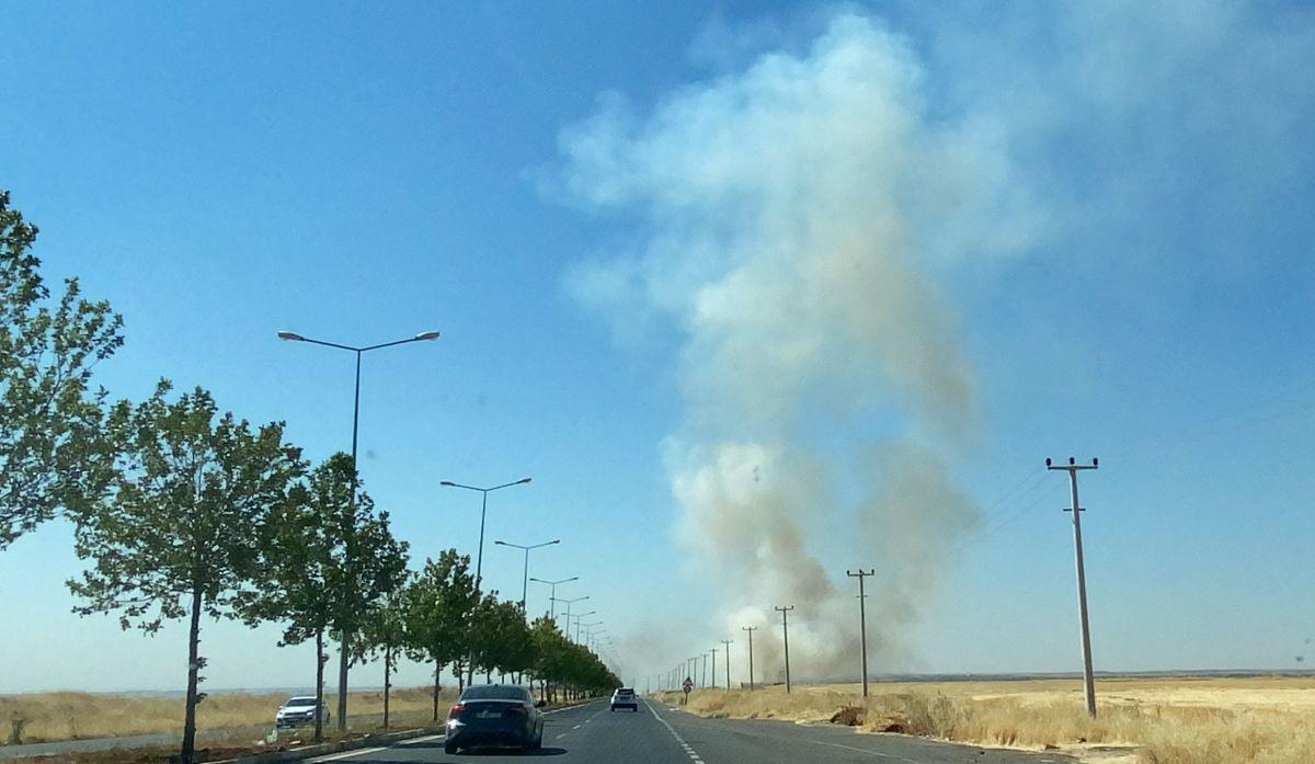 Diyarbakır da havalimanı yakınında anız yangını #7