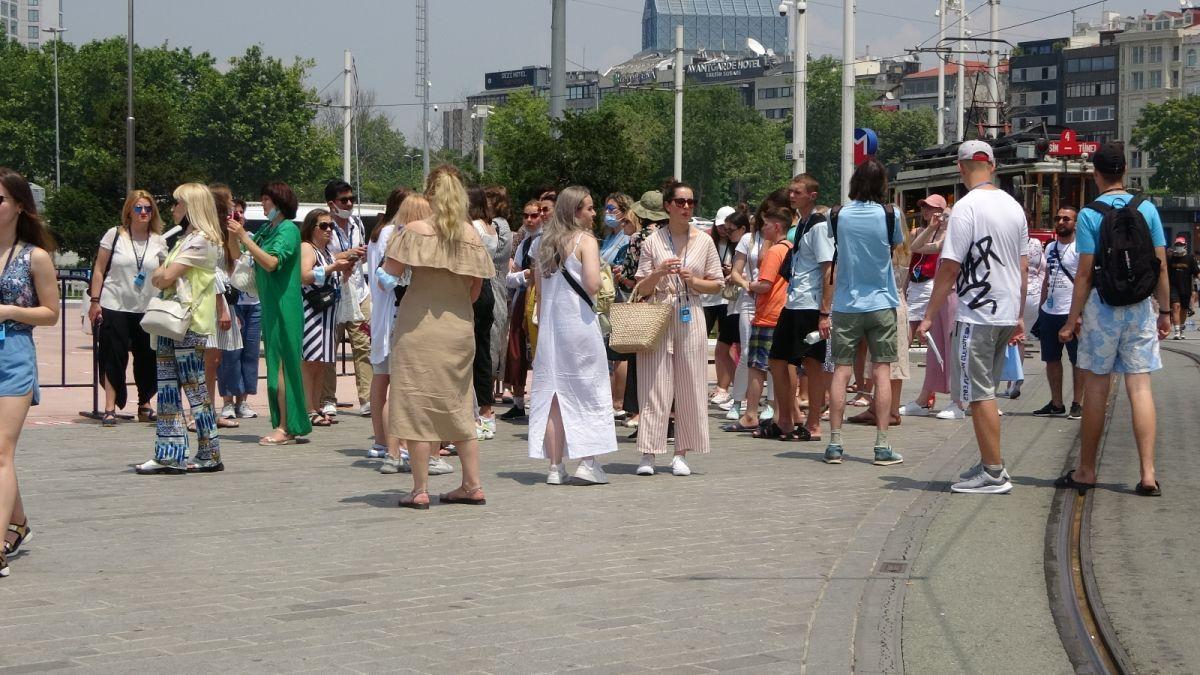 Taksim de pandemi öncesini aratmayan yoğunluk #7