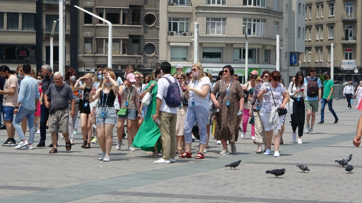 Taksim de pandemi öncesini aratmayan yoğunluk #5