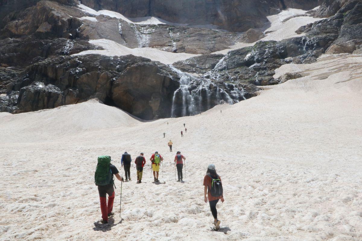 Hakkari de 20 bin yıllık buzullarda erime başladı #5