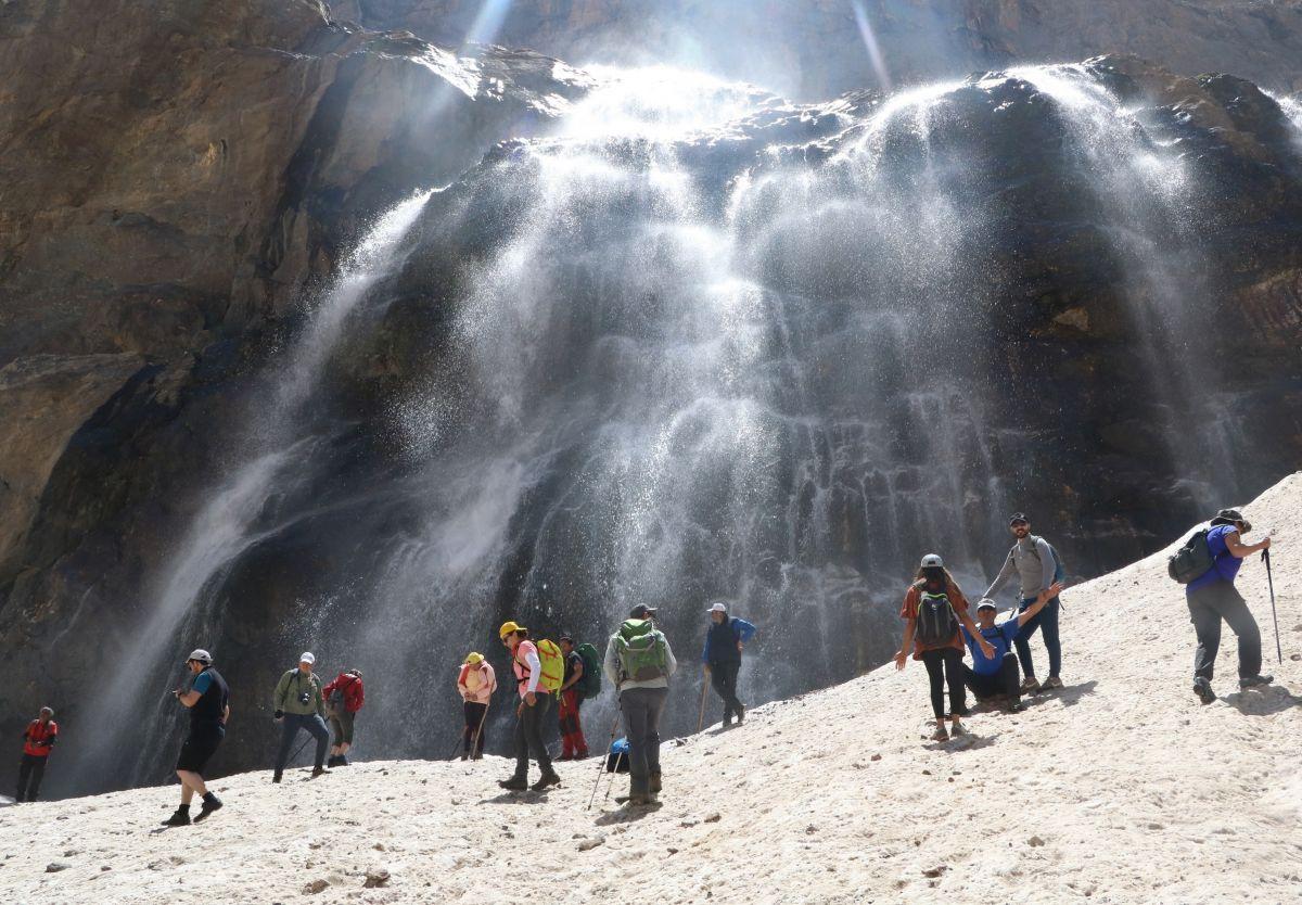 Hakkari de 20 bin yıllık buzullarda erime başladı #1