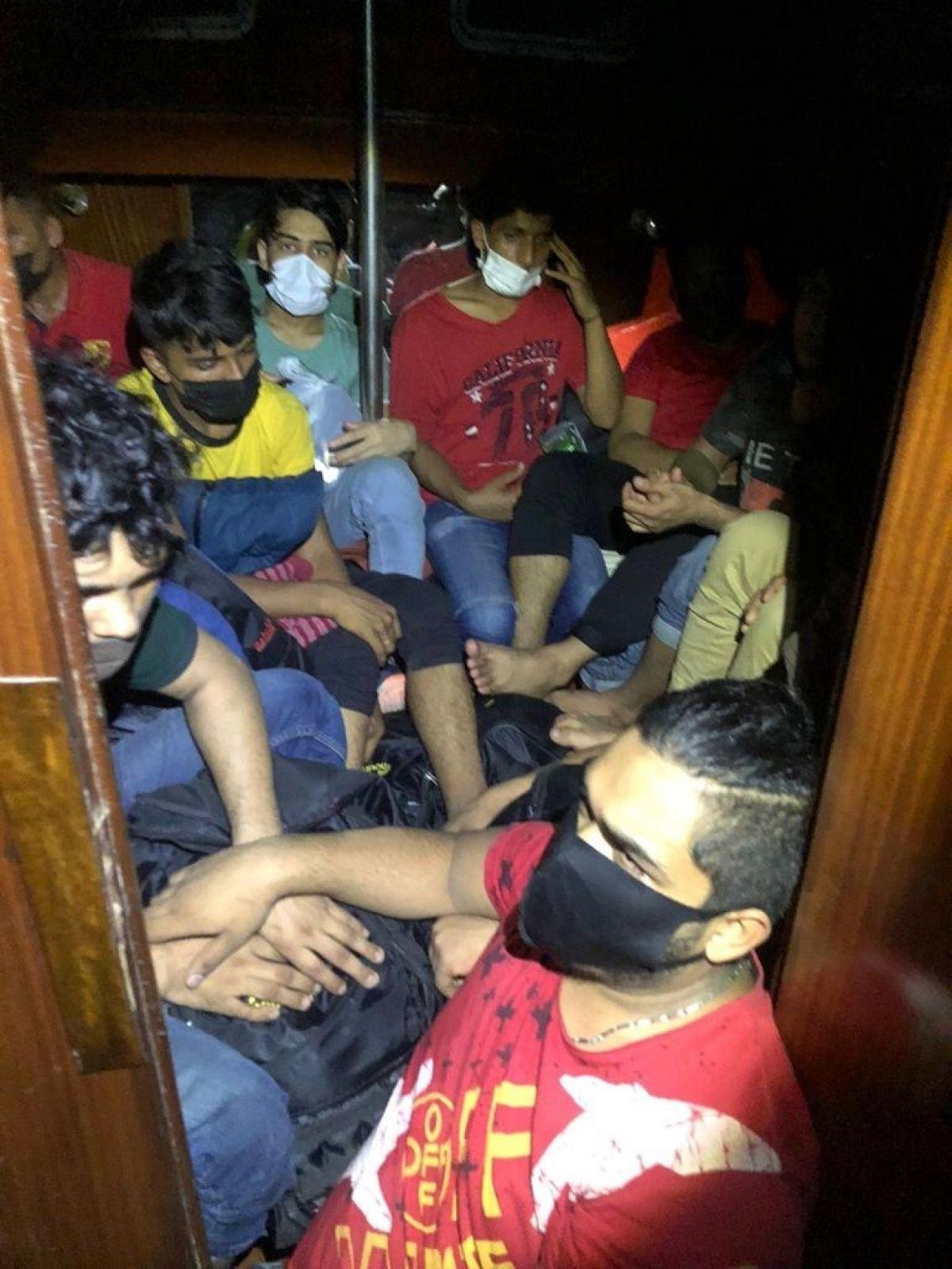 İzmir de 45kaçak göçmen ve 2 göçmen kaçakçısı yakalandı #2