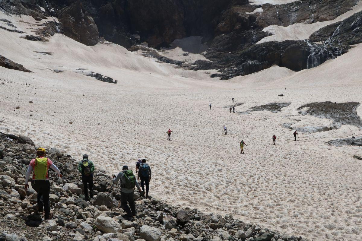Hakkari de 20 bin yıllık buzullarda erime başladı #4