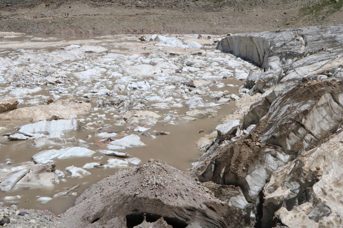 Hakkari de 20 bin yıllık buzullarda erime başladı #8