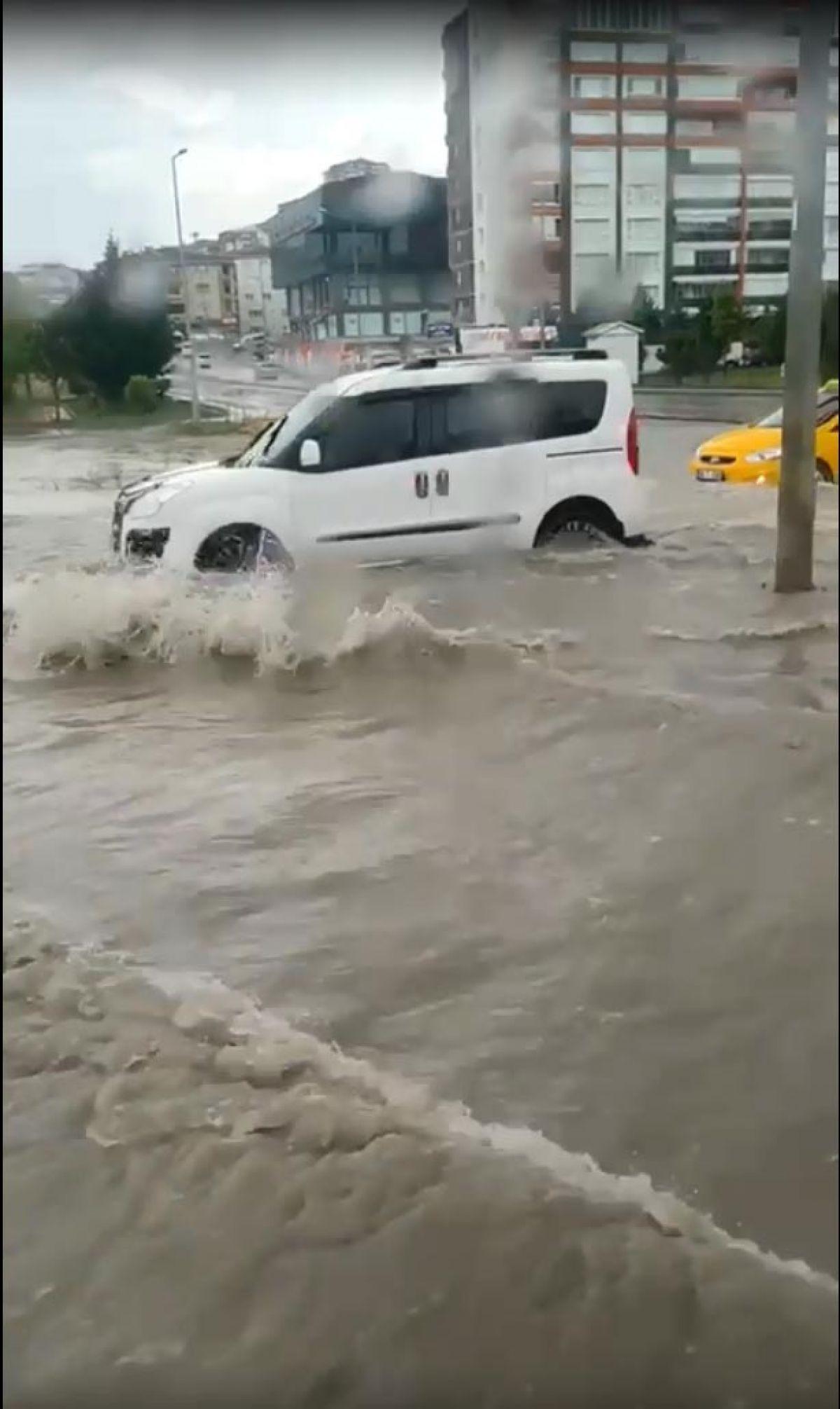 Ankara da cadde ve sokaklar göle döndü #2
