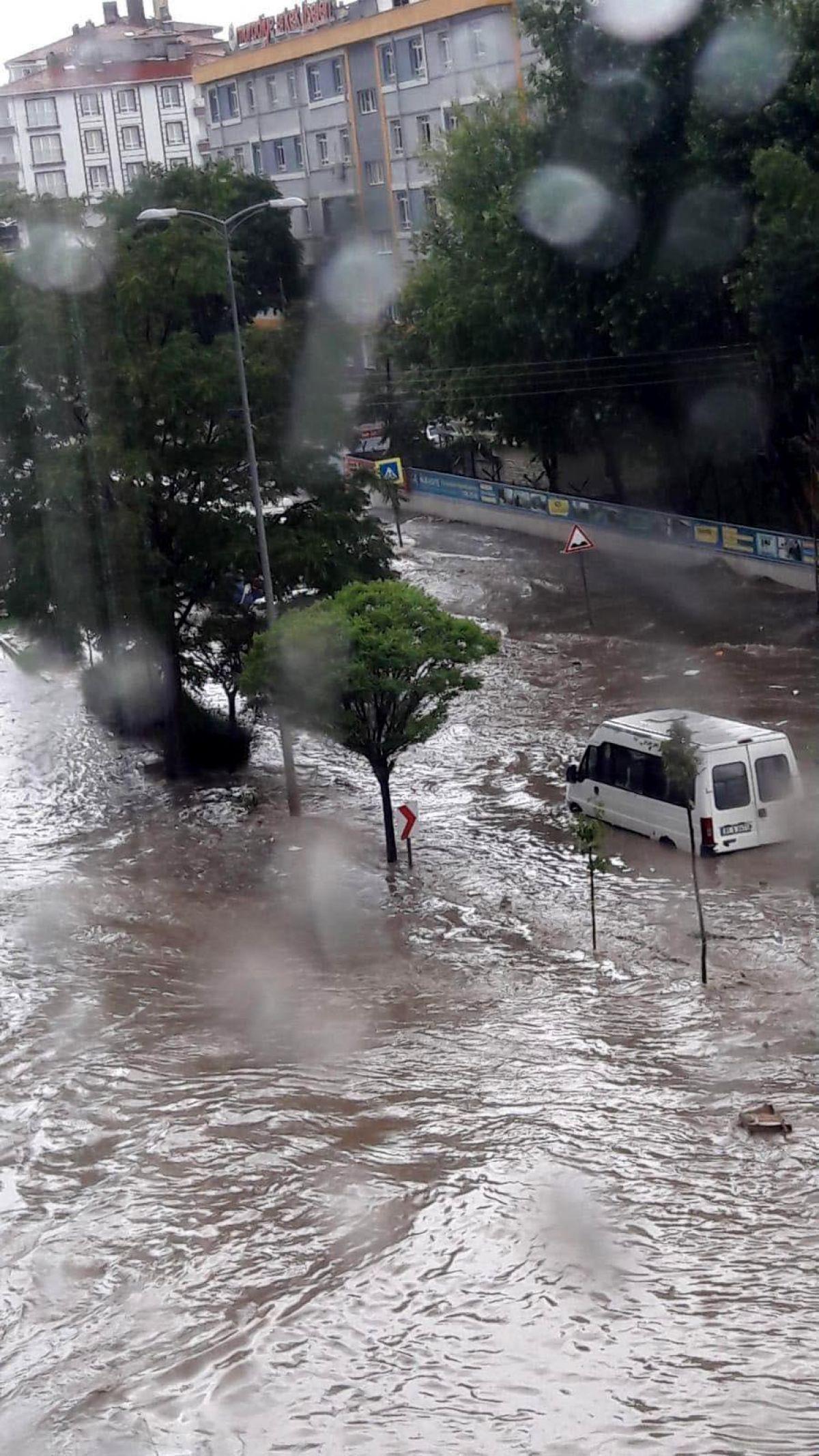 Ankara da cadde ve sokaklar göle döndü #4