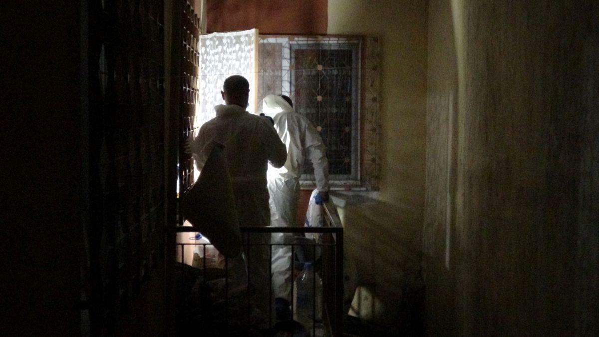 İzmir de annesini öldürüp cesedini çuvalla balkona bıraktı #1