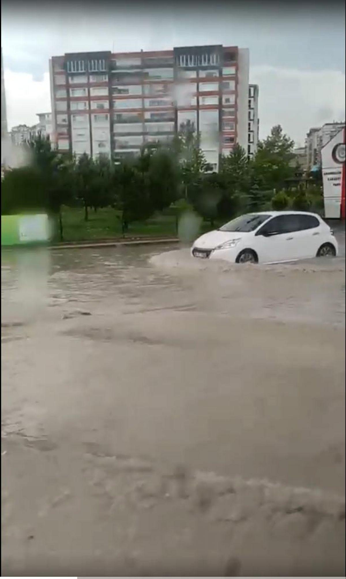 Ankara da cadde ve sokaklar göle döndü #3
