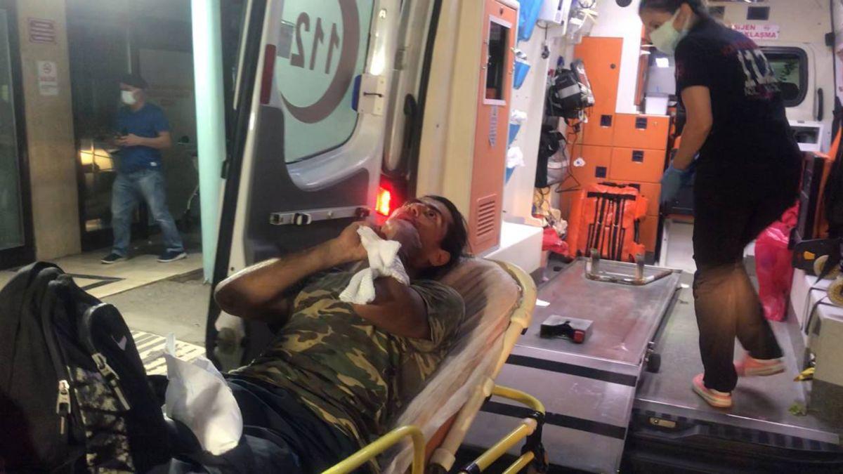 Antalya da denizi kirletme kavgasında 2 kişi falçatayla yaralandı #5