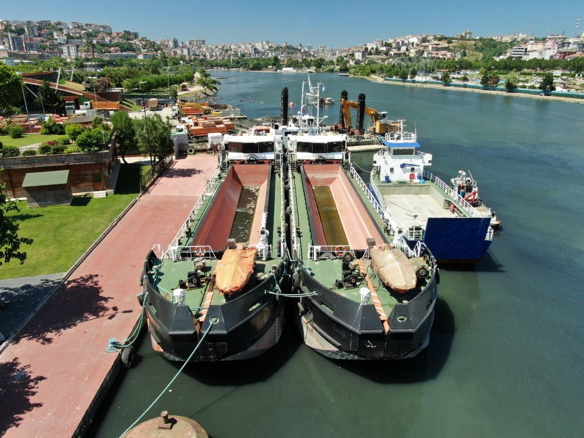 İBB'nin  müsilaj temizliyoruz  dediği gemileri iskeleye bağlı görüntülendi #3