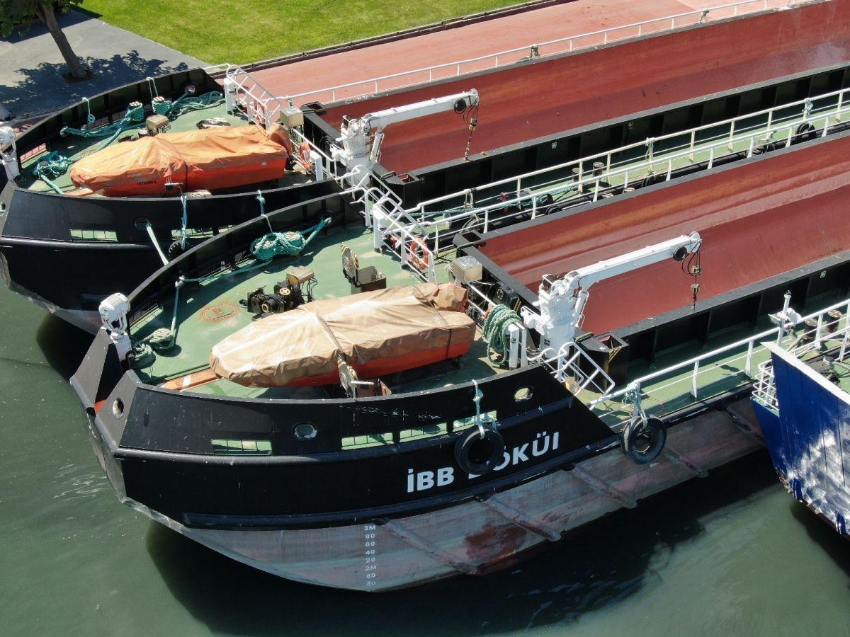 İBB'nin  müsilaj temizliyoruz  dediği gemileri iskeleye bağlı görüntülendi #5