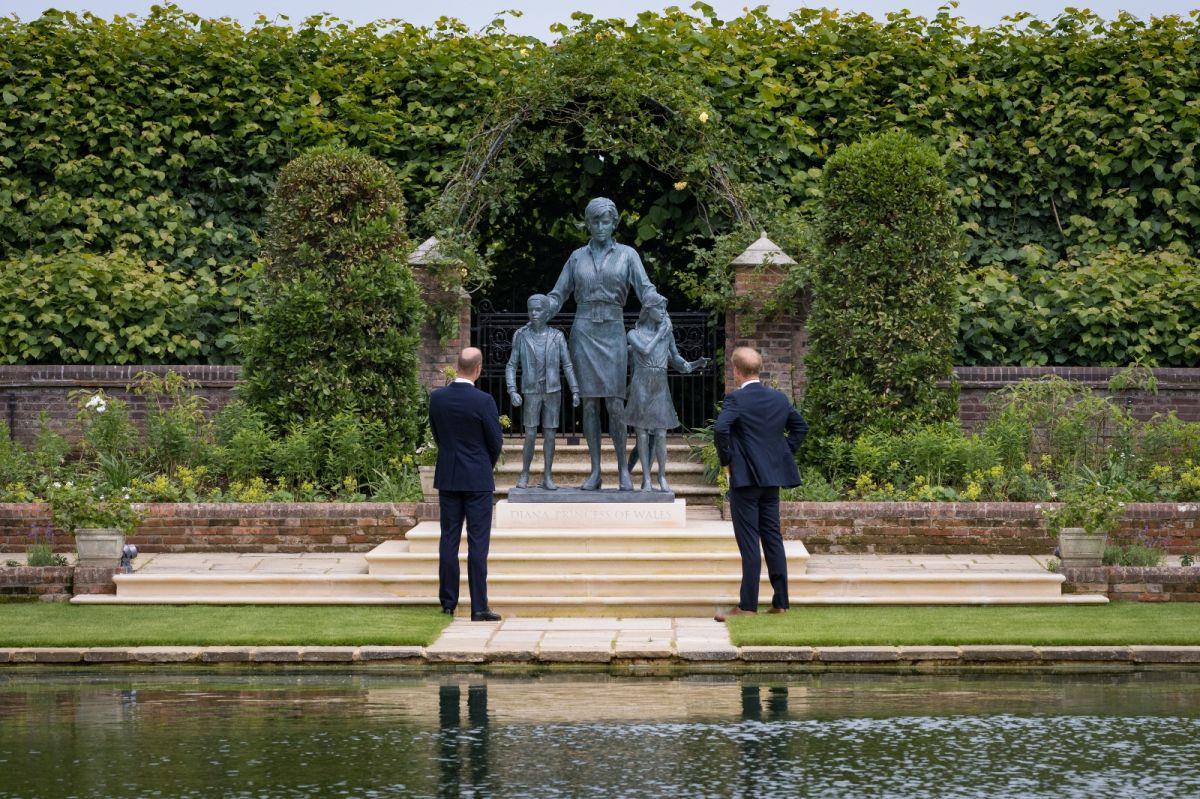 Prenses Diana'nın heykeli Londra'da açıldı #1