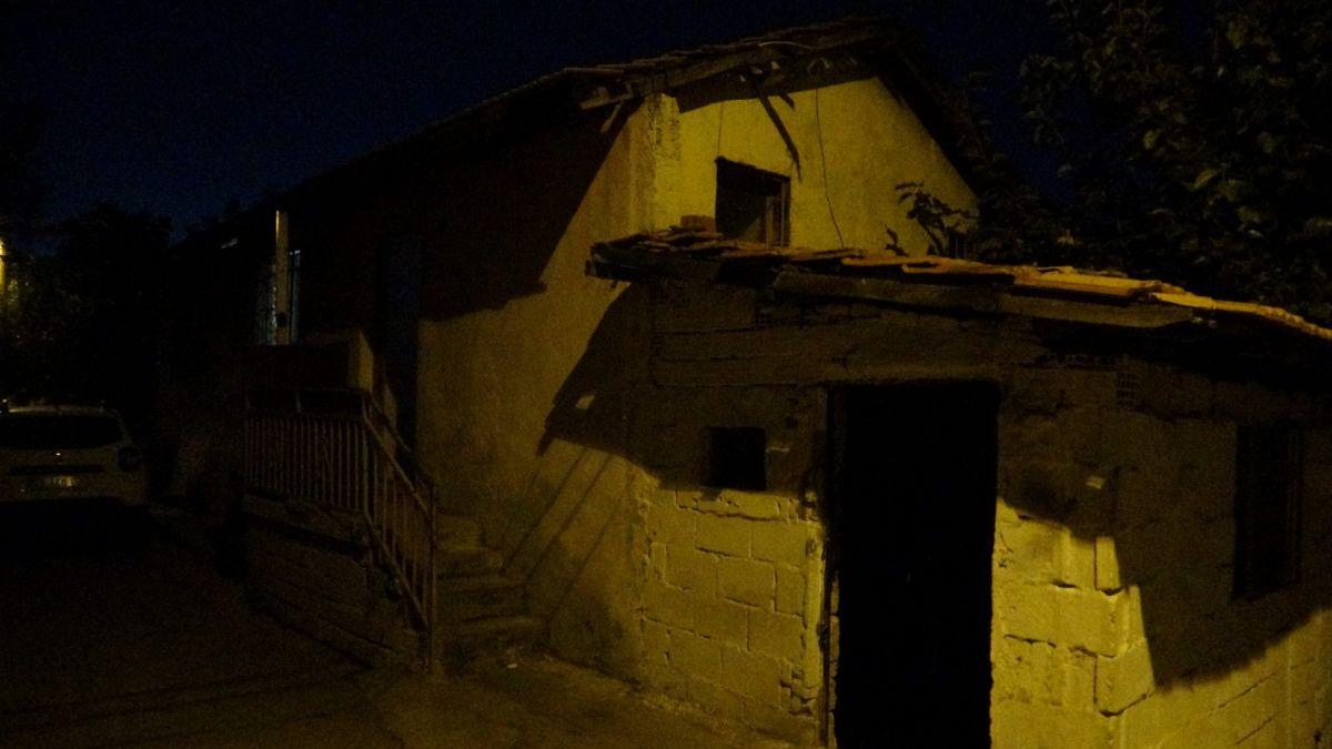 İzmir de ailelerin bıçak kavgası: 1 i ağır 5 yaralı #8