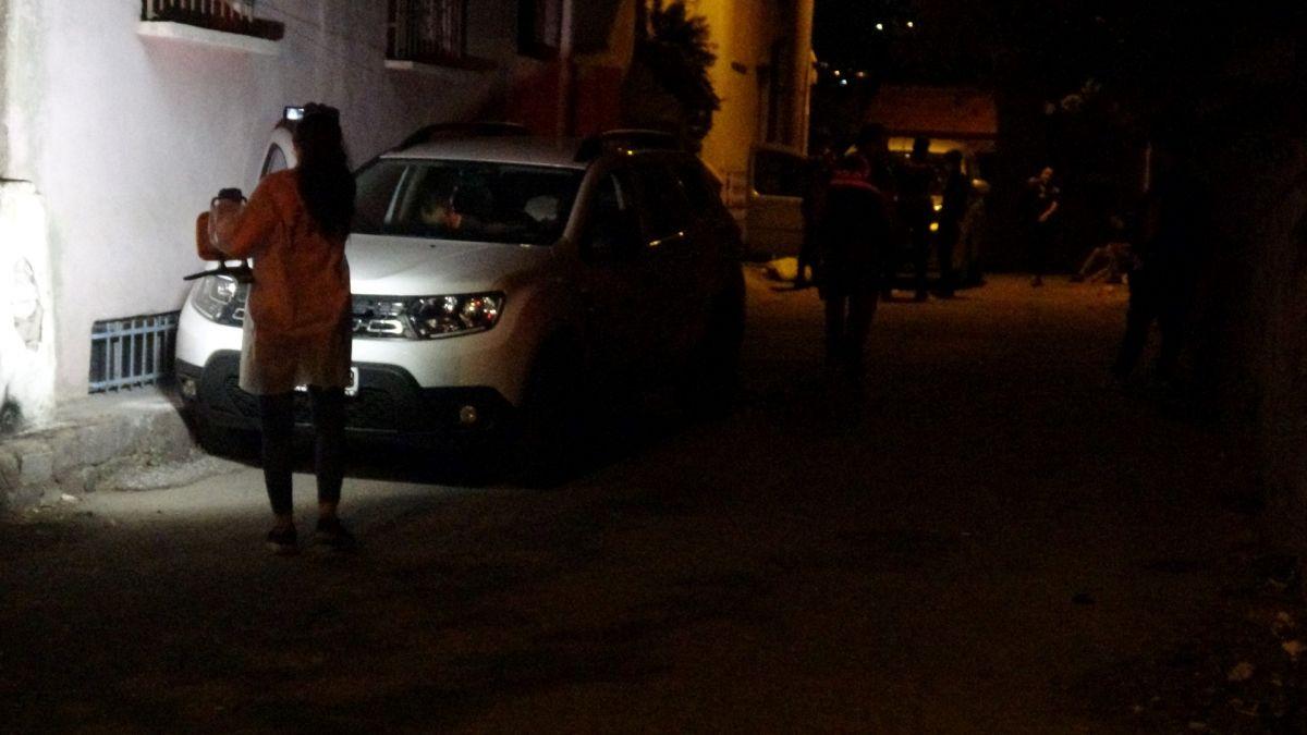 İzmir de ailelerin bıçak kavgası: 1 i ağır 5 yaralı #2