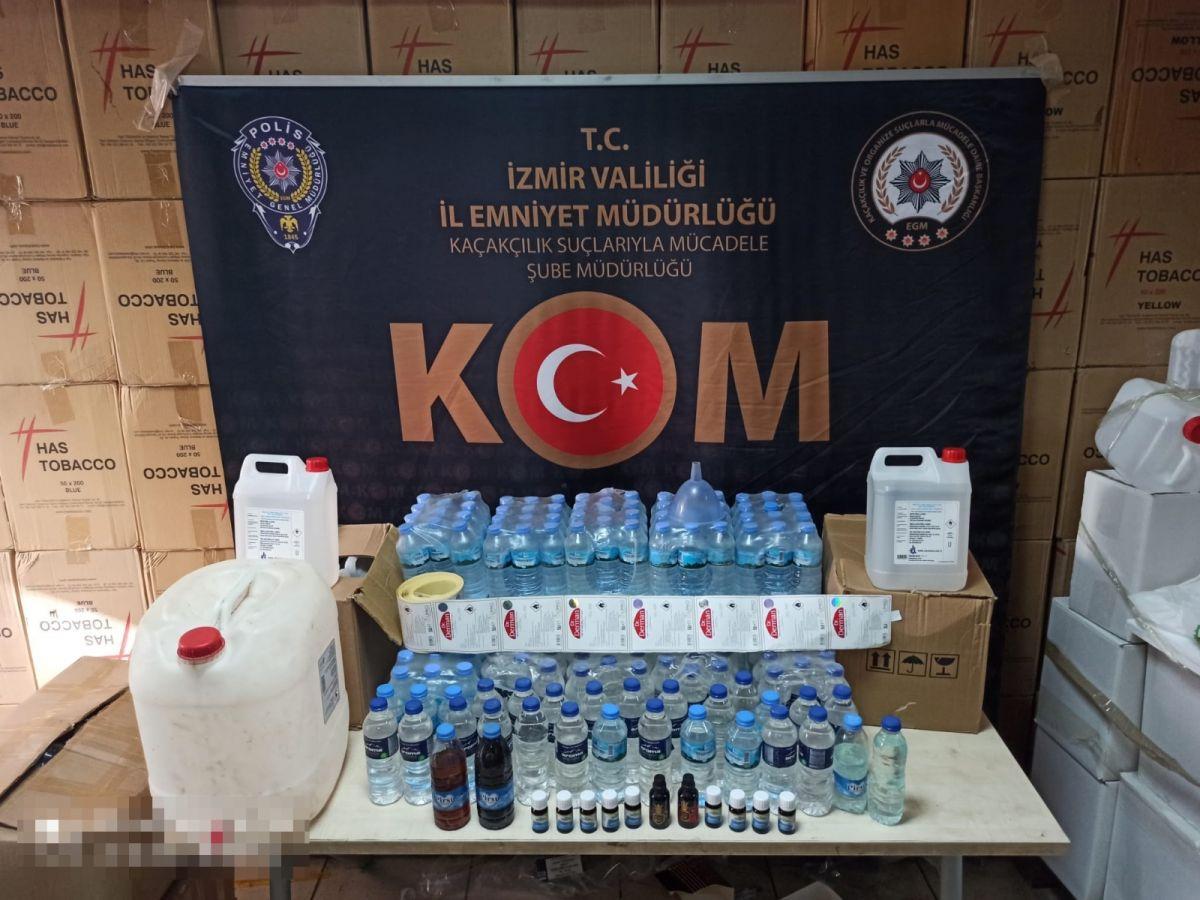 İzmir'de piyasa değeri 1 buçuk milyon liralık kaçak ürün ele geçirildi #1